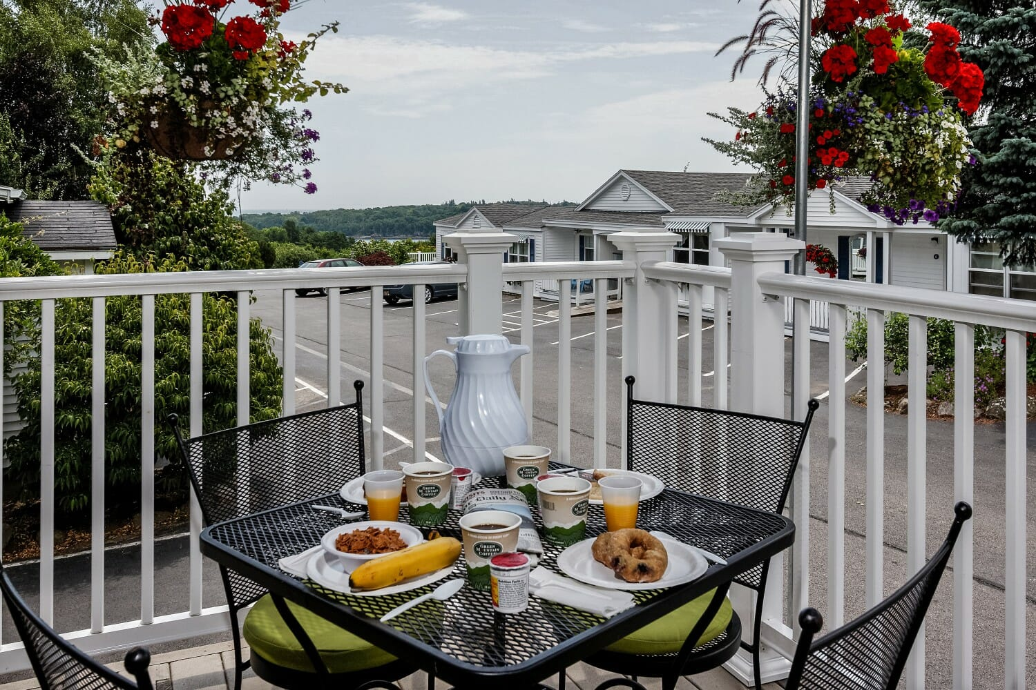 hotel with free breakfast near best trails for hiking Rockland Maine