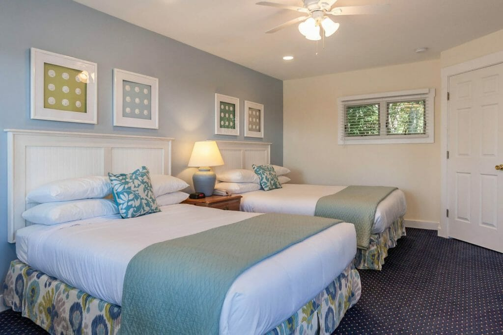 best lighthouses camden rockland rockport maine - two queen bed deluxe at glen cove inn